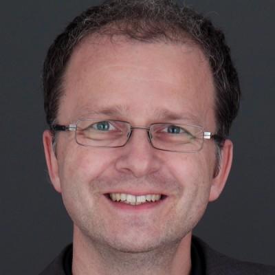 Stefan-Kühnel-web2 (2)-400x400.jpg
